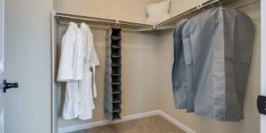 21 Master Suite Walk In Closet 1 1 1600x800