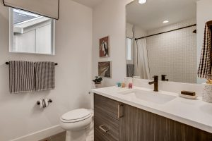 21511 E 60th Ave Aurora Co Large 032 028 2nd Floor Bathroom 1500x1000 72dpi