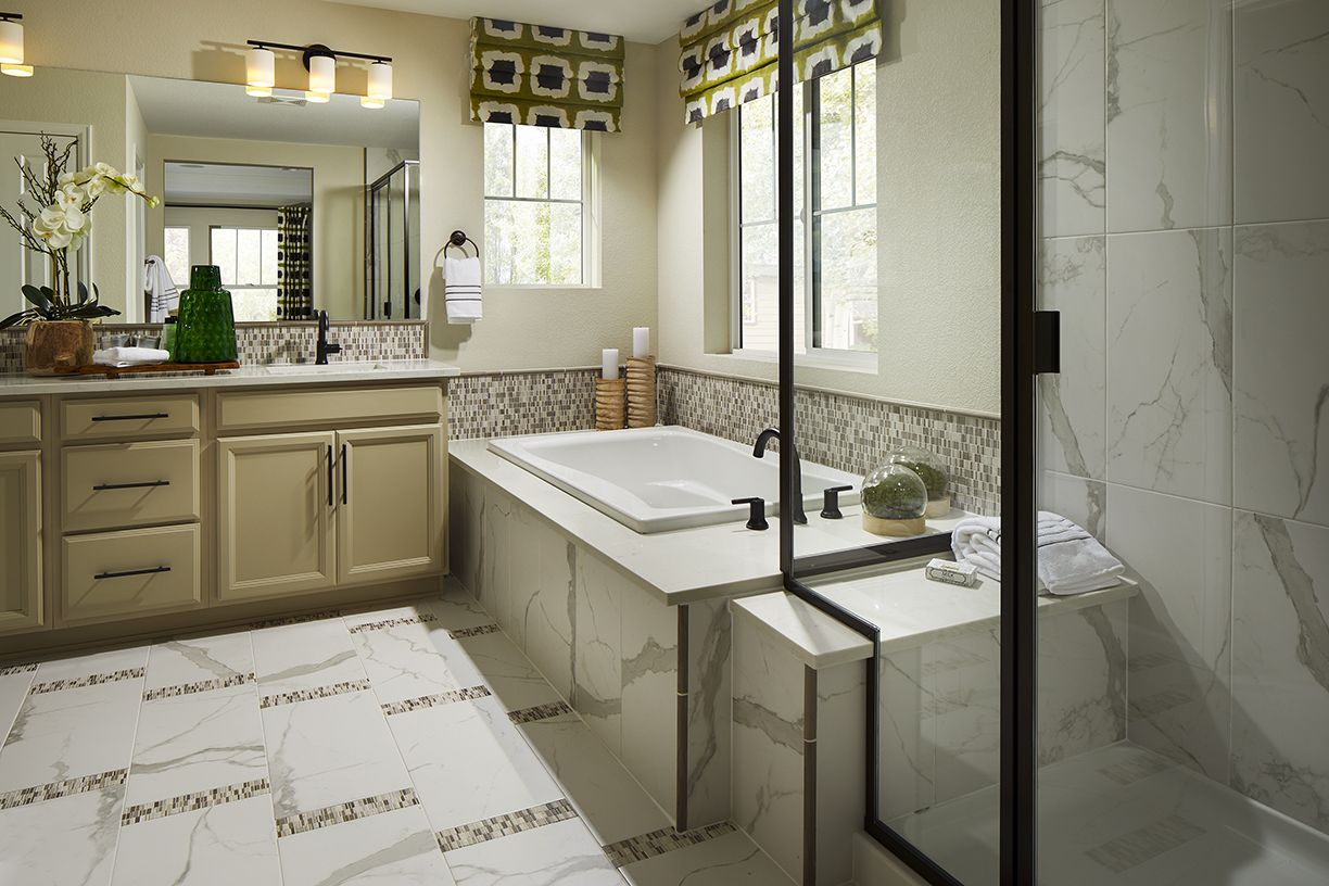 William Lyons South Shore 40c1 Master Bathroom